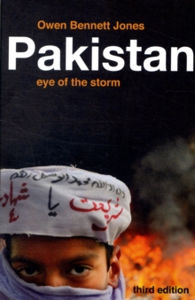 Pakistan : Eye of the Storm, Paperback