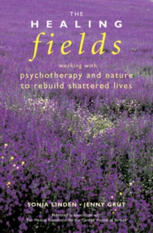 The Healing Fields : Working with Psychotherapy and Nature to Rebuild Shattered Lives, Paperback