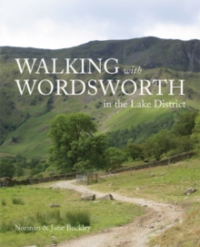 Walking with Wordsworth : In the Lake District, Paperback