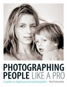 Photographing People Like a Pro : A Guide to Digital Portrait Photography, Paperback