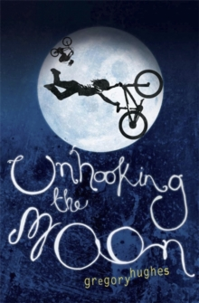 Unhooking the Moon, Paperback Book