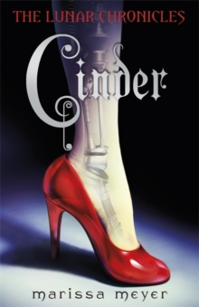 Cinder (The Lunar Chronicles Book 1), Paperback Book