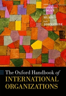 The Oxford Handbook of International Organizations, Hardback Book