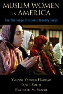 Muslim Women in America : The Challenge of Islamic Identity Today, Paperback Book