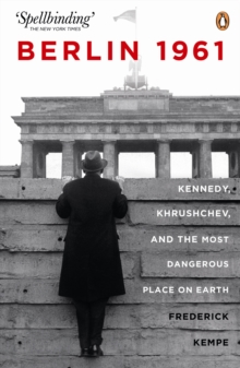 Berlin 1961: Kennedy, Khruschev, and the Most Dangerous Place on Earth, Paperback / softback Book