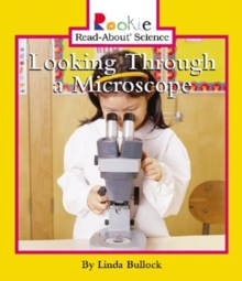 LOOKING THROUGH A MICROSCOPE, Paperback Book