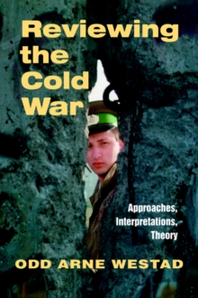 Reviewing the Cold War : Approaches, Interpretations, Theory, Paperback / softback Book