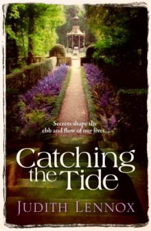 Catching the Tide : A stunning epic novel of secrets, betrayal and passion, Paperback Book