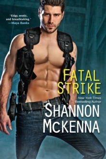 Fatal Strike, Paperback / softback Book