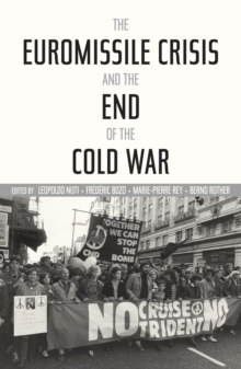 The Euromissile Crisis and the End of the Cold War, Hardback Book