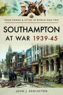 Southampton at War 1939 - 1945, Paperback / softback Book