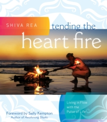 Tending the Heart Fire : Living in Flow with the Pulse of Life, Hardback Book
