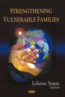 Strengthening Vulnerable Families, Hardback Book