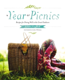 A Year of Picnics : Recipes for Dining Well in the Great Outdoors, Hardback Book