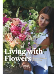Living with Flowers : Blooms & Bouquets for the Home, Hardback Book